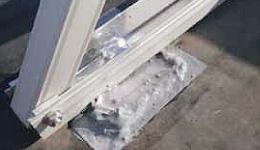 太陽光発電パネルの架台クラックからの漏水を防止する工事後