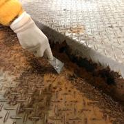 立体駐車場のパレット錆び補修・浮き錆び除去作業
