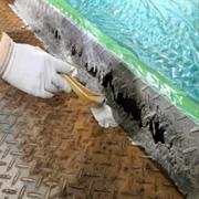 立体駐車場のパレット錆び補修・ミラクルプライマー1回目塗布