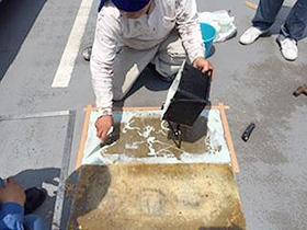 タイヤ止めの下地になる塗膜防水層の処理